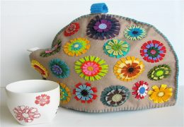 Homemade tea cosy: Make It in Your Own Way